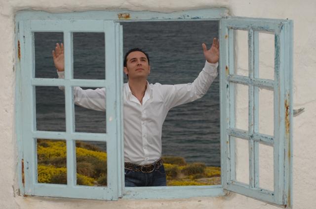 Греческий певец Апостолос Мелис